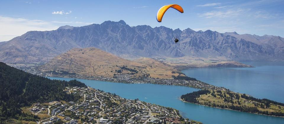 Paragliding from Bobs Peak