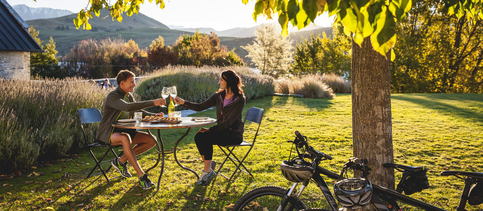 When you're biking the Queenstown Trail, enticing food and wine opportunities pop up at regular intervals. Pause for a while to enjoy a wine and a platter of delicious local produce.