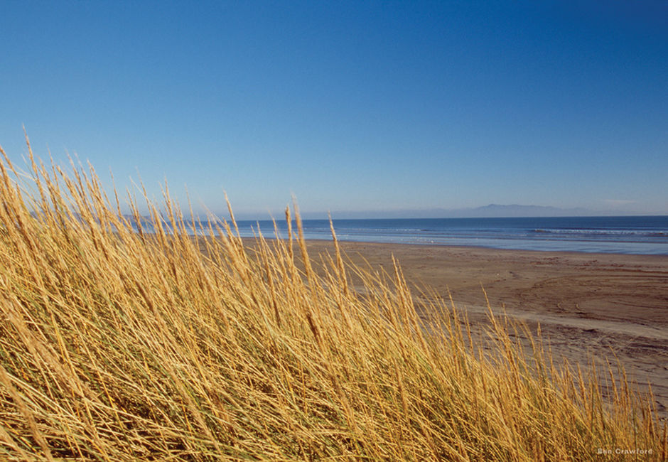 Oreti Beach, just a few kilometres from the city of Invercargill, offers a vast expanse of sand, surf and sunshine.