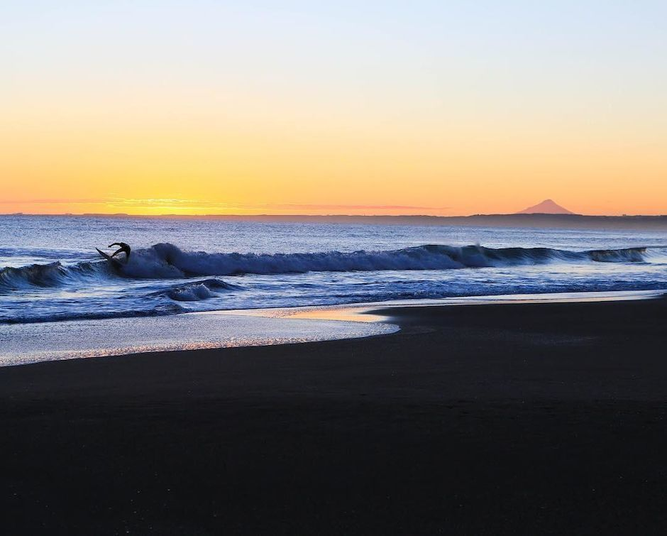 Sunset surf in Taranaki
