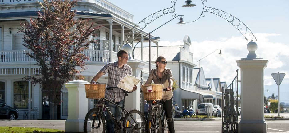 Explore the high quality vineyards and charming towns of the Wairarapa on this cycling itinerary.