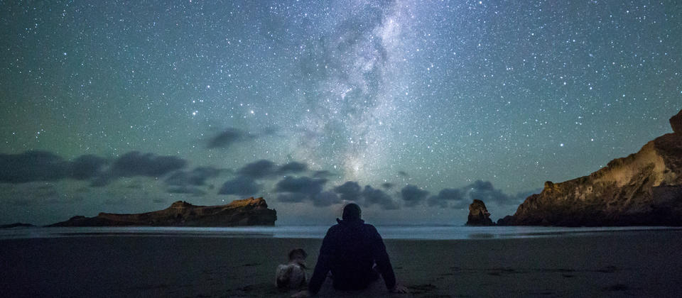 Plan a romantic date on the Castlepoint beach. On a clear night stargazing will amaze your loved one.
