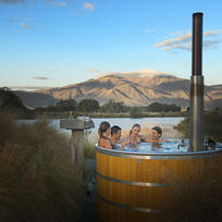 Relaxing hot tubs in Omamara.