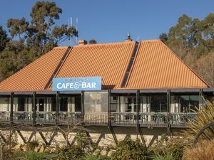Purton's Café and Bar, Maheno