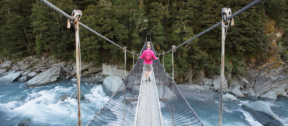 A swing bridge on the Rob Roy Glacier Track.