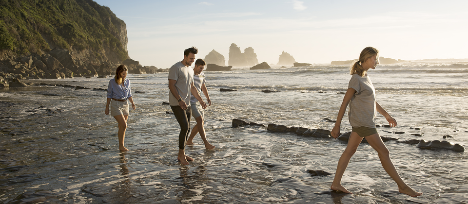 10 minutes north of Greymouth, Rapahoe Beach is a picturesque swimming spot, and the starting point of the Point Elizabeth Walk.