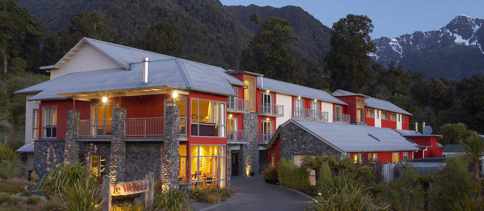 Distinction Hotel am Fox Glacier bei Nacht