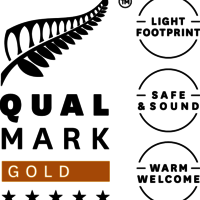 Stacked Qualmark 5 Star Gold Sustainable Tourism Business Award Logo v3