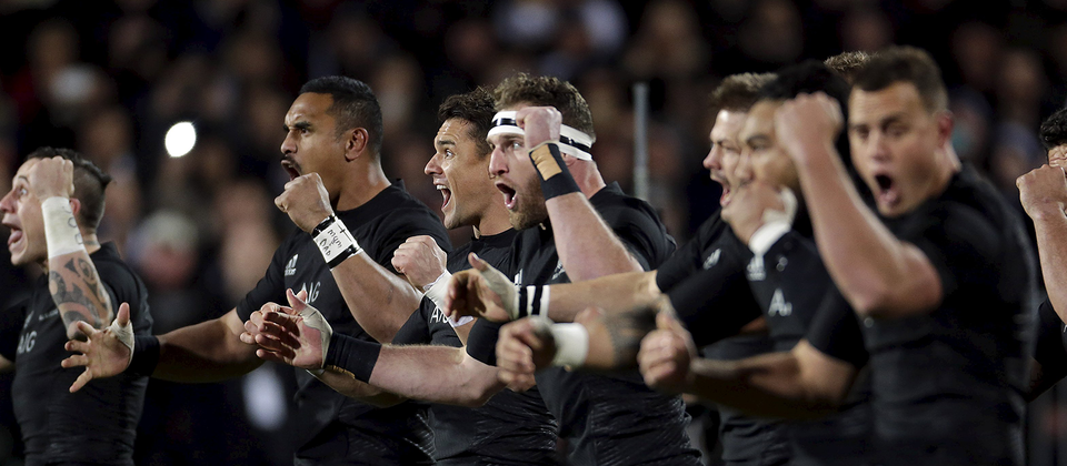 Watch the moment Aaron Smith lead the All Blacks Haka for the first time in his career.