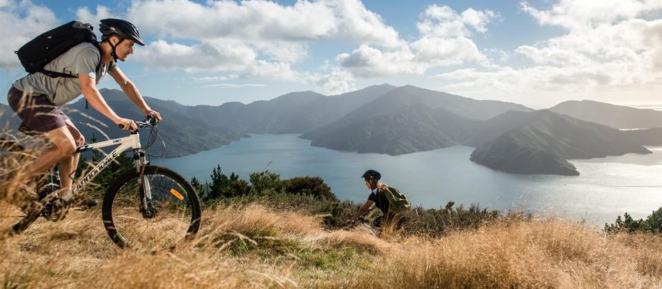 One of New Zealand's classic mountain bike rides, Queen Charlotte Track traces its way around the bays, hills and ridges of the Marlborough Sounds.