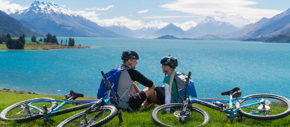 Soak up majestic mountain and lake scenery on this cycle trail, through secluded valleys, rustic farmland and historic settlements.