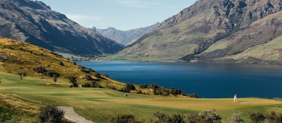 New Zealand's golf courses of nature