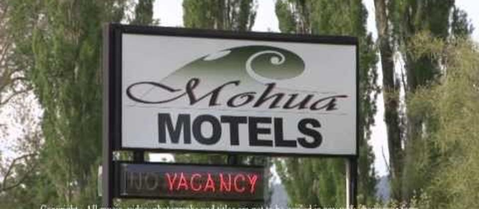 Mohua Motels in Takaka is a 1 minute stroll to the main shopping area. A quality motel with larger than normal rooms. A short drive to Farewell Spit, Collingwood township and the golden beaches of Pohara, Mohua Motels is the ideal accommodation location f