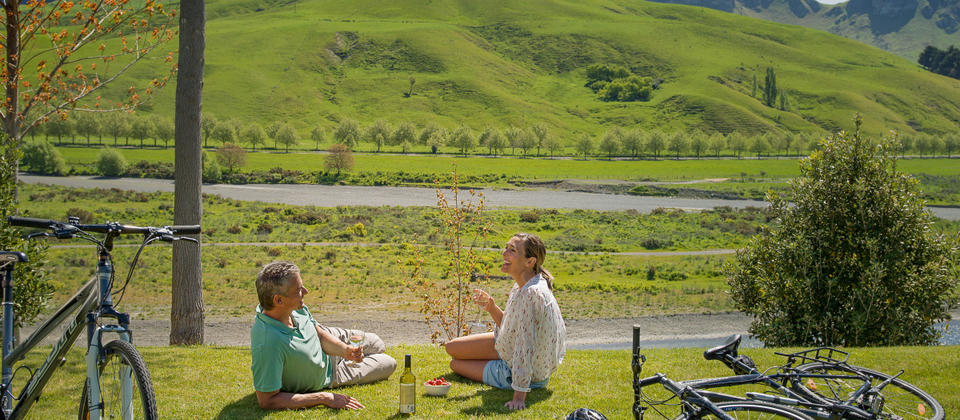 With almost endless route options from easy to ambitious, it's a great way to reach many Hawke's Bay attractions while soaking up the scenery.