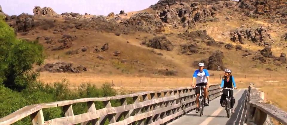 Follow in our Footsteps - Series 6 Episode 1 - Otago Central Rail Trail, NZ featuring Como Villa Estate