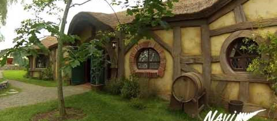 Hobbiton & Waitomo Glow Worm Cave Tours from Auckland